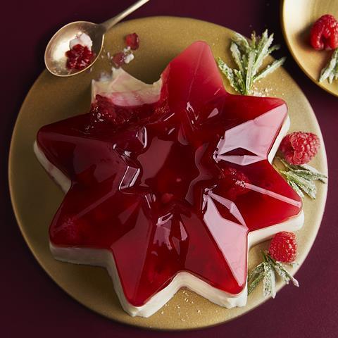 WaitrosePartnersPressPack_Christmas2021_RaspberryandVanillaPannaCottaStar_HIGHRES