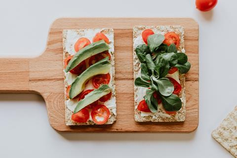 vegan snack avocado tomato crackers