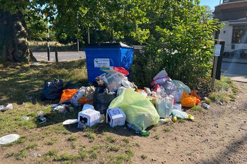 Litter rubbish bins
